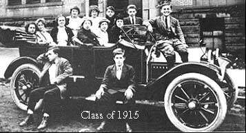 [1915 Alumni in automobile]